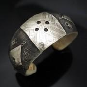 Bijoux Ethniques Africains Bracelet Large en corne et Argent Mix de Mauritanie Filigranes Plaque Gravée 09 ( 6 cm )