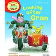 Oxford Reading Tree Read with Biff, Chip, and Kipper: First Stories: Level 5: Looking After Gran by Roderick Hunt