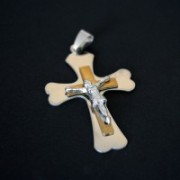 Pingente de aço cruz c/ouro