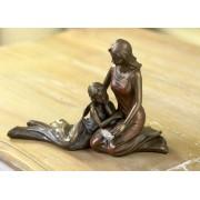 Anya gyermekével szobor képkeret