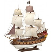 Revell 05605 - Pirate Ship Kit di Modello in Plastica, Scala 1:72