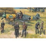 ICM 48803 Avion modèle Kit de Messerschmitt Bf 109 F2 avec Allemand pilotes et Personnel au Sol