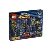 Super Heroes The Batcave 6860