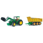 John Deere tractor cu remorca