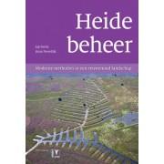 Heidebeheer: Moderne Methoden in een Eeuwenoud Landschap [Heath Management: Modern Methods in an Ancient Landscape] by Jap Smits
