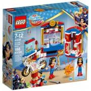 41235 Wonder Woman Dorm