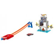 Mattel Hot Wheels DTK11 – Treno giocattolo Triple Treffer Stunt Track Set, multicolore