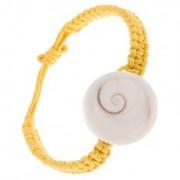 Zsinóros karkötő sárga színben, kerek kagyló imitáció