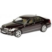 Mercedes Benz E-Klasse, bruin