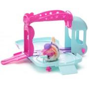 Hasbro Furry Frenzies Bus de las estrellas - Autobús de juguete con escenario para mascotas