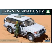 Japanese-made SUV with figure katonai jármű makett Takom 2007