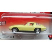 AUTO WORLD 1:64 SCALE YELLOW 1967 CHEVY CORVETTE 427 DIE-CAST