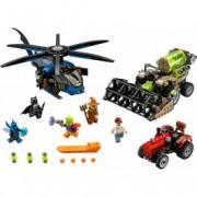 LEGO® Super Heroes DC UNIVERSE Batman™: Recolta de spaimă Scarecrow™ 76054