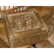 Holzkiste braun mit Ornament im Nostalgie-Look