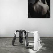 Le tabouret PLOPP par HAY, une sculpture unique disponible en acier laqué ou en Inox - déco et design