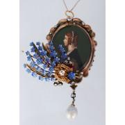 Zlatý přívěsek zdobený emailem, diamanty, malovanou miniaturou a barokní perlou
