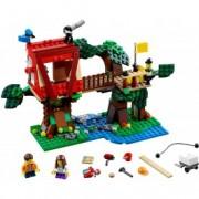 LEGO® Creator Aventuri în căsuța din copac 31053