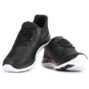 Reebok REEBOK ZPUMP FUSION PU Running Shoes(Black, White)