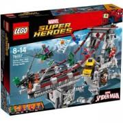 Конструктор Лего Супер Хироус - Спайдърмен - Върховната битка на моста между воините на мрежата - LEGO Marvel Super Heroes, 76057