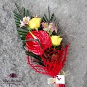 Buchet anturium, trandafiri si alstroemeria BF030