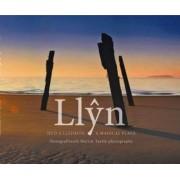 Hud a Lledrith Llyn/Llyn a Magical Place by Martin Turtle