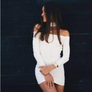 Przylegająca sukienka bez ramion z długim rękawem