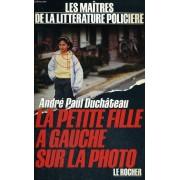La Petite Fille A Gauche Sur La Photo