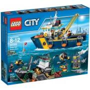 LEGO® City Nava de explorare în largul marii 60095