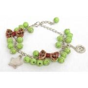 Kralen armband groen met strikjes en bedels