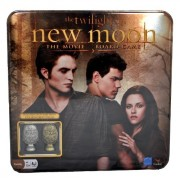 """Cardinal The Twilight Saga Movie Series """"NEW MOON"""" Board Game with Collectible Metal Cullen Crest Pi"""