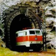 Busch tunnelportaal e-loc h0 7024