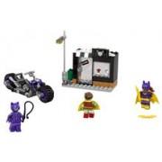 """Legoâ® Batmanâ""""¢ Catwomanâ""""¢ Si Urmarirea In Catcycle - L70902"""
