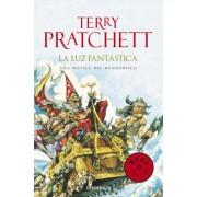 LA luz fantastica / The Light Fantastic by Terry Pratchett