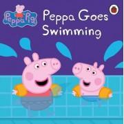 Peppa Pig: Peppa Goes Swimming by Ladybird