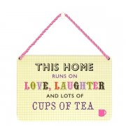 hang-ups! - tinnen bordje - this home runs on love, laughter and lots of cups of tea