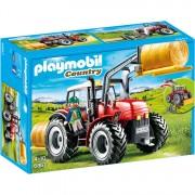 Country - Grote rode tractor met werktuigen