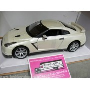 Maisto 1:24 Scale 2009 Nissan Skyline GT-R Diecast Car in Red