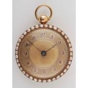 Kapesní hodinky zdobené perličkami