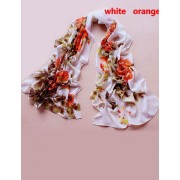 Esarfa alba de matase cu imprimeu floral oranj