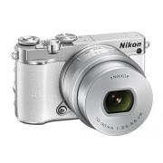 "Nikon 1 J5 Cámara EVIL de 20.8 MP (pantalla TFT LCD inclinable 3"", sensor CMOS BSI, vídeo Full HD, WiFi y NFC, flash incorporado), blanco kit con objetivo 1 Nikkor VR 10 30 mm"
