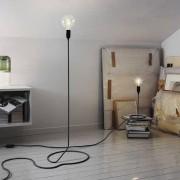 La lampe à poser CORD LAMP transforme astucieusement le fil d'alimentation en pied de lampadaire - déco et design