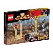 LEGO Marvel Super Heroes 76037 - Събиране на злодеите с Носорога и Сендмен