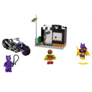 LEGO Catwoman™ si urmarirea in Catcycle (70902)