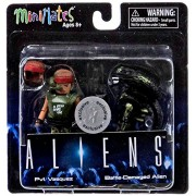 Aliens Minimates Series 1 Pvt. Vasquez & Battle-Damaged Alien Exclusive 2 Inch Minifigure Set