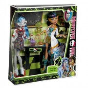 Monster High Mad Science Lab Partners Cleo de Nile And Ghoulia Yelps BBC81