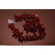 Colier de 45 cm din jasp roșu cu mărgele de bețișoare.