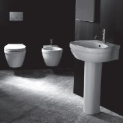 Bagno completo sospeso X One con lavabo su colonna