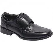 Zwarte geklede jongens schoen