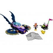 LEGO Batgirl™, urmarirea cu Batjet (41230)