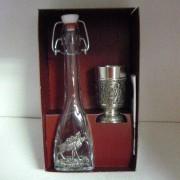 Atrina szarvasos csatos üveg és ón pohár